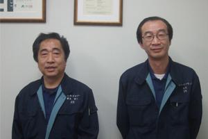 早生取締役(左)と石見副工場長